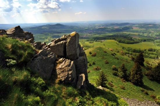 Aussicht mit Felsen in grünes Tal - Foto: A. Müller